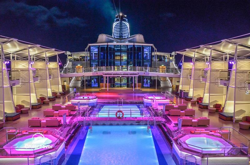 Piscina do navio Celebrity Silhouette da Celebrity Cruises